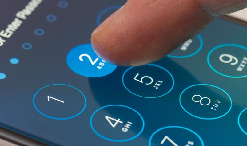 Как поставить пароль на телефоне для смс, фото или приложения (iPhone и Андроид).